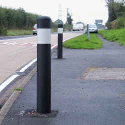 bollards: CHALFORD Flexible Bollard