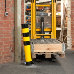 heavy duty bollards: BLACK BULL FLEX Heavy Duty Bollard - Rotating