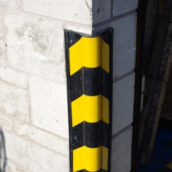 impact protection and buffers: TRAFFIC-LINE Corner Protectors